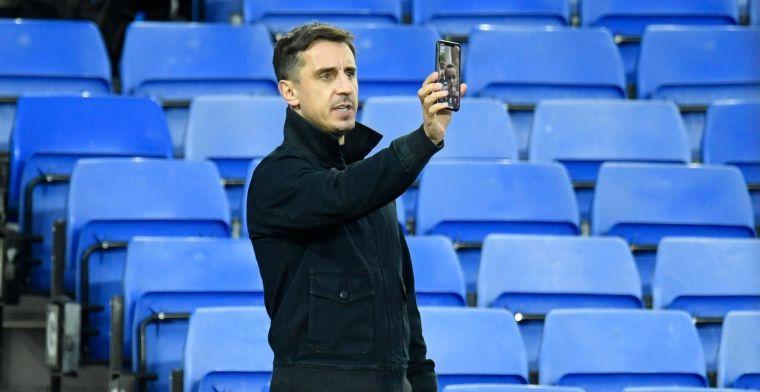 Weer frontale aanval United-icoon Neville: 'Schop ze de club en het land uit'