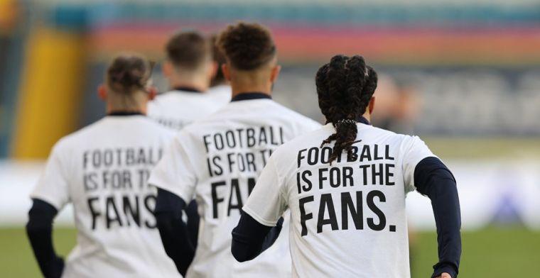Leeds-spelers geven met speciale shirts signaal af aan tegenstander Liverpool