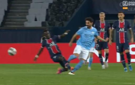 Gueye (Paris Saint-Germain) krijgt direct rood na belachelijke overtreding