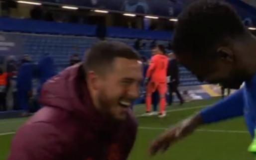 Hazard ligt uit de Champions League, maar amuseert zich bij het handjes schudden