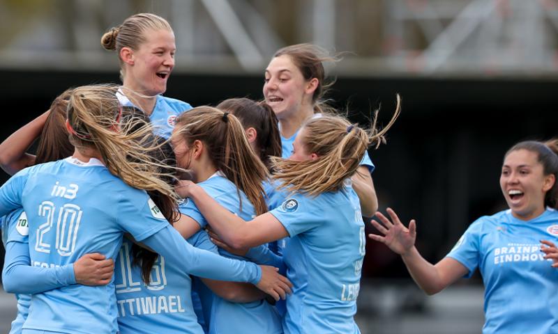 Afbeelding: Historisch besluit KNVB: vrouwen kunnen in A-categorie bij de mannen uitkomen