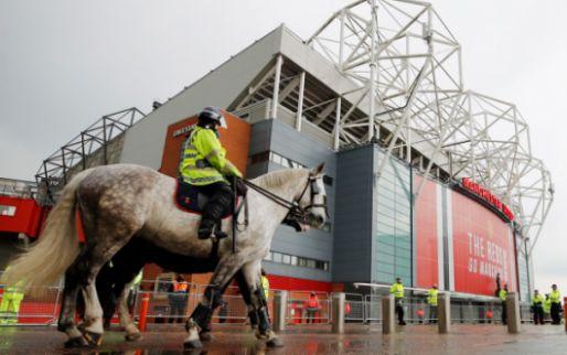 Afbeelding: Bizarre ontwikkelingen in Engeland: supporters Man United blokkeren Liverpool-bus