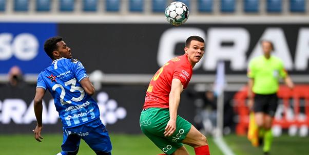 KAA Gent pakt na lastige tweede helft belangrijke zege tegen KV Oostende