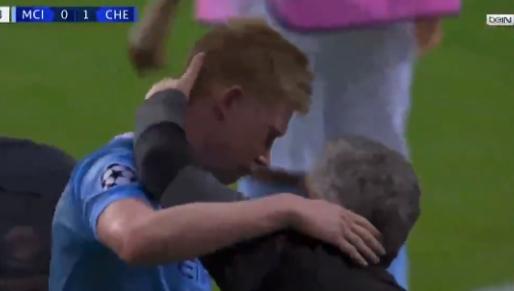 De Bruyne in tranen: Champions League-finale eindigt door stevige botsing
