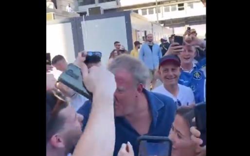 Jeremy 'Top Gear' Clarkson feest hartstochtelijk mee met Chelsea-fans