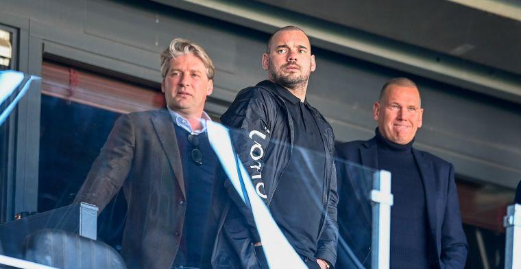 Sneijder antwoordt op Van Hooijdonk: 'Hoofdtrainer zijn bij een eerste elftal'