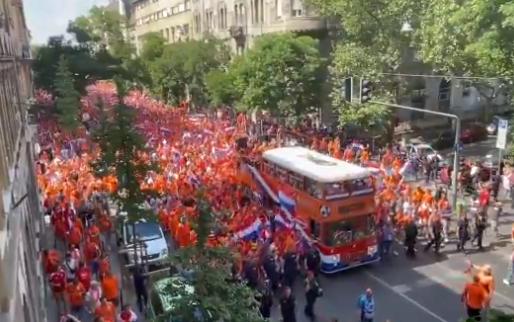 Geweldige beelden uit Hongarije: Oranje legt beslag op heel Boedapest