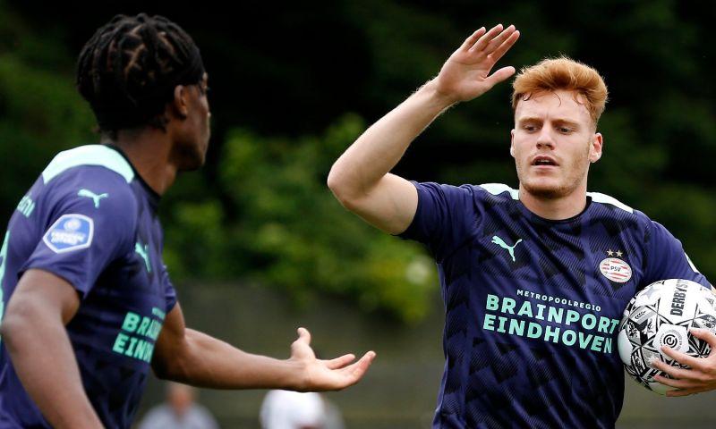 Afbeelding: Spectaculaire aftrap van oefencampagne PSV: acht doelpunten op De Herdgang