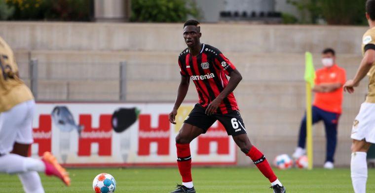 Kossounou viert debuut bij Bayer Leverkusen, maar gaat meteen zwaar de boot in