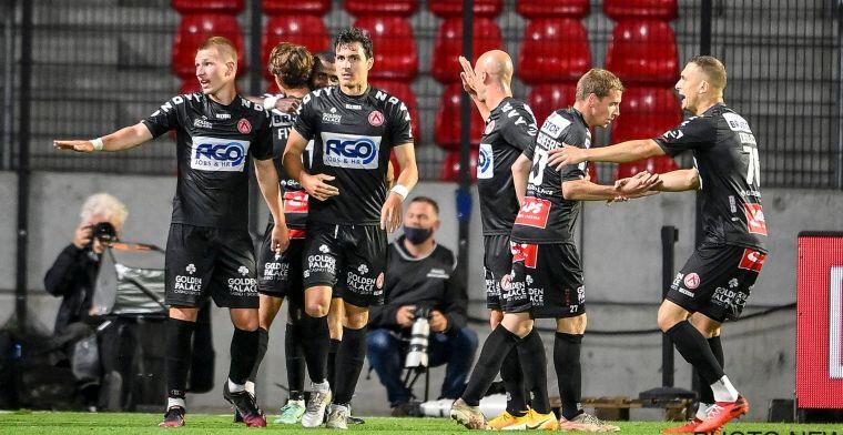 Antwerp verslikt zich en krijgt rode lantaarn, Kortrijk alleen op kop na late goal