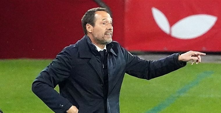 Bondscoach Van 't Schip gruwelt van Griekse clubs: 'Maar zeven eigen spelers!'