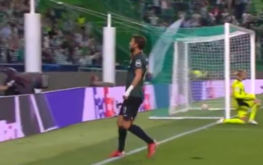 GOAL: Blunder van Ajax-doelman Pasveer, Paulinho doet iets terug voor Sporting