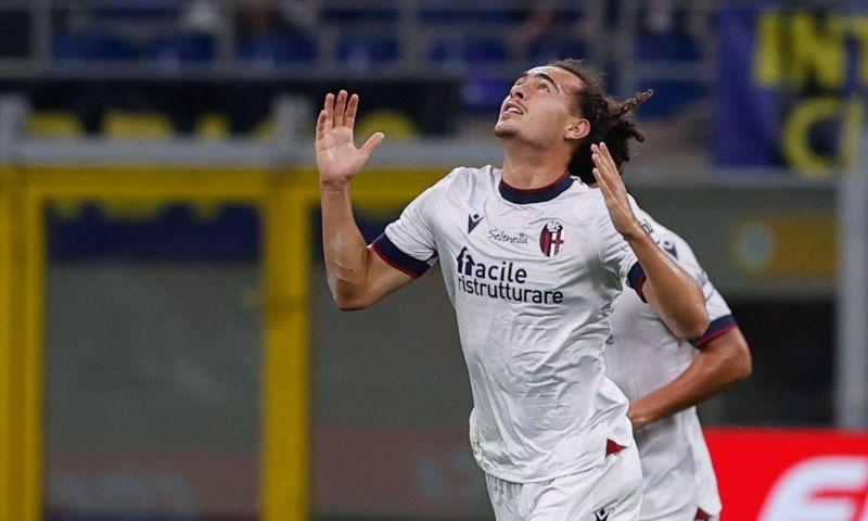 Afbeelding: Invaller Theate scoort bij debuut voor Bologna, maar krijgt pak slaag van Inter