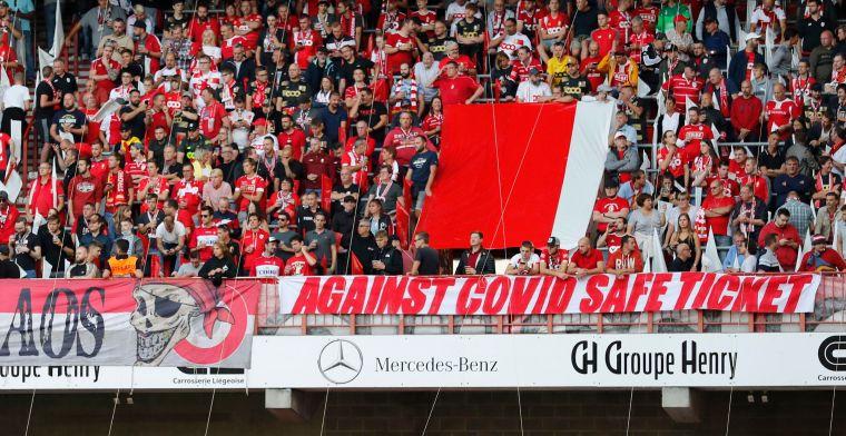 Standard neemt vlak voor de aftrap tegen Anderlecht afscheid van Van Moer
