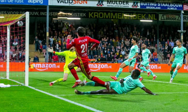 Afbeelding: LIVE: Van Ginkel voorkomt met rake kopbal nieuw puntenverlies PSV (gesloten)