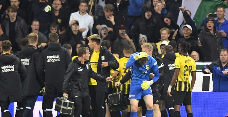 Groningen - Vitesse stilgelegd na bekogeling Schubert en twee rode kaarten