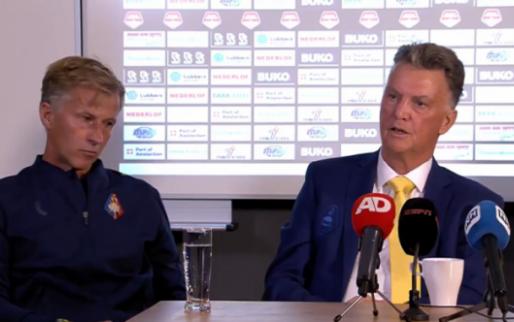 Van Gaal krijgt met steenkolen-Engels lachers op de hand: 'Do you think PSV ook'