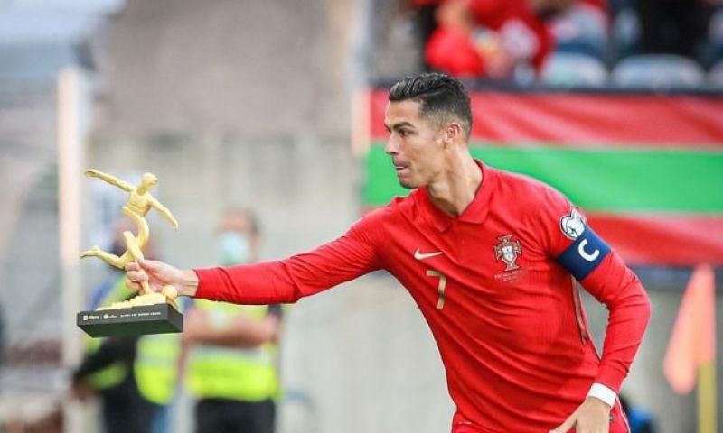 Afbeelding: Ronaldo geeft zijn vriendin peperduur cadeau: