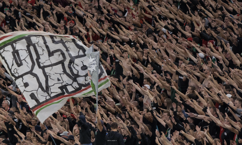 Afbeelding: 'Hongaarse fans worden voor 2 jaar uit stadions verbannen na rellen op Wembley'