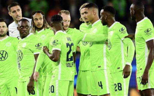 GOAL: Nmecha zet Wolfsburg scoort in de Champions League met rake kopbal