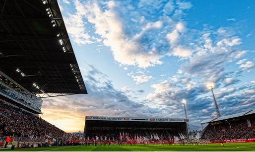 'Nog geen uitsluitsel over Antwerp-Club Brugge na stormschade aan Bosuilstadion'