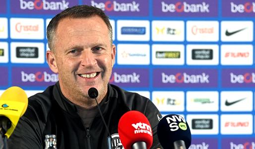 Van den Brom gesteund: 'Waarom zou hij onder druk moeten staan?'