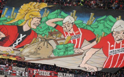 Veel kritiek op merkwaardig spandoek voor Ajax - PSV: 'Brainfart Aidshoven'