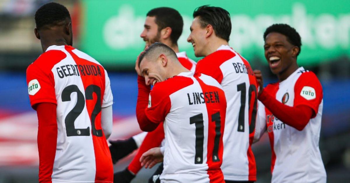 Feyenoord-jeugdtrainer Adriaanse geniet: 'Heeft zelfs spits gestaan, kon hij ook' - VoetbalPrimeur.nl