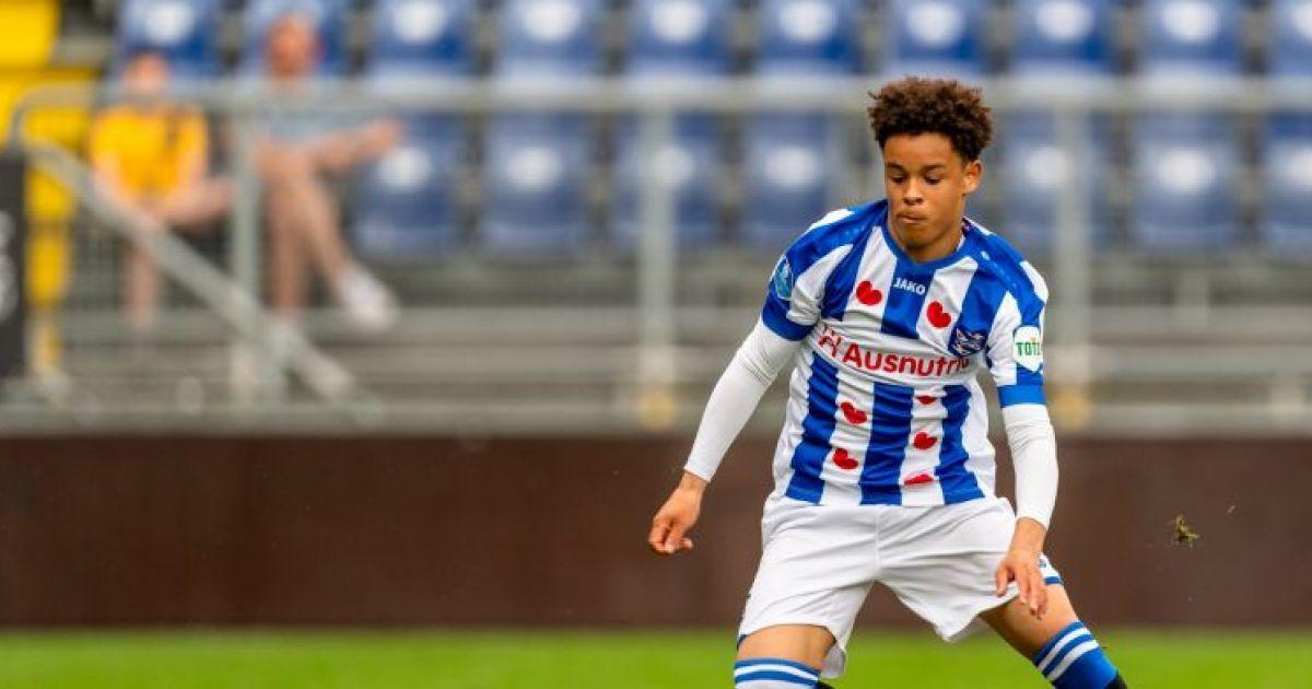 Ajax haalt Heerenveen-talent en geeft eigen jeugdspelers een contract - VoetbalPrimeur.nl
