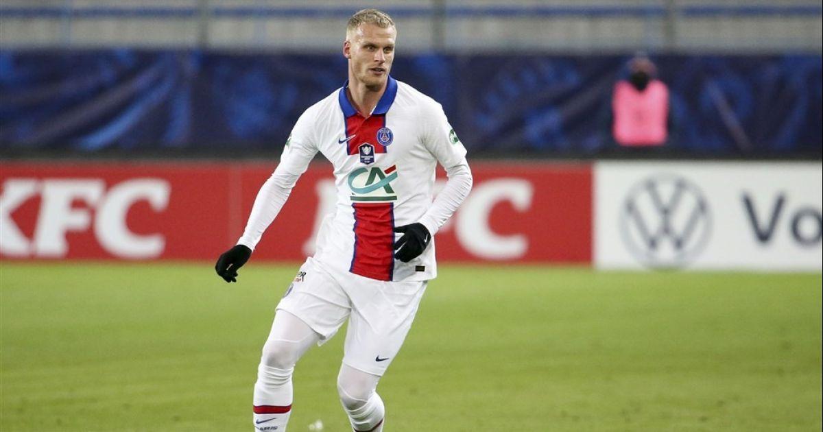 'Bakker misdraagt zich na afloop van ruime zege met Paris Saint-Germain' - VoetbalPrimeur.nl