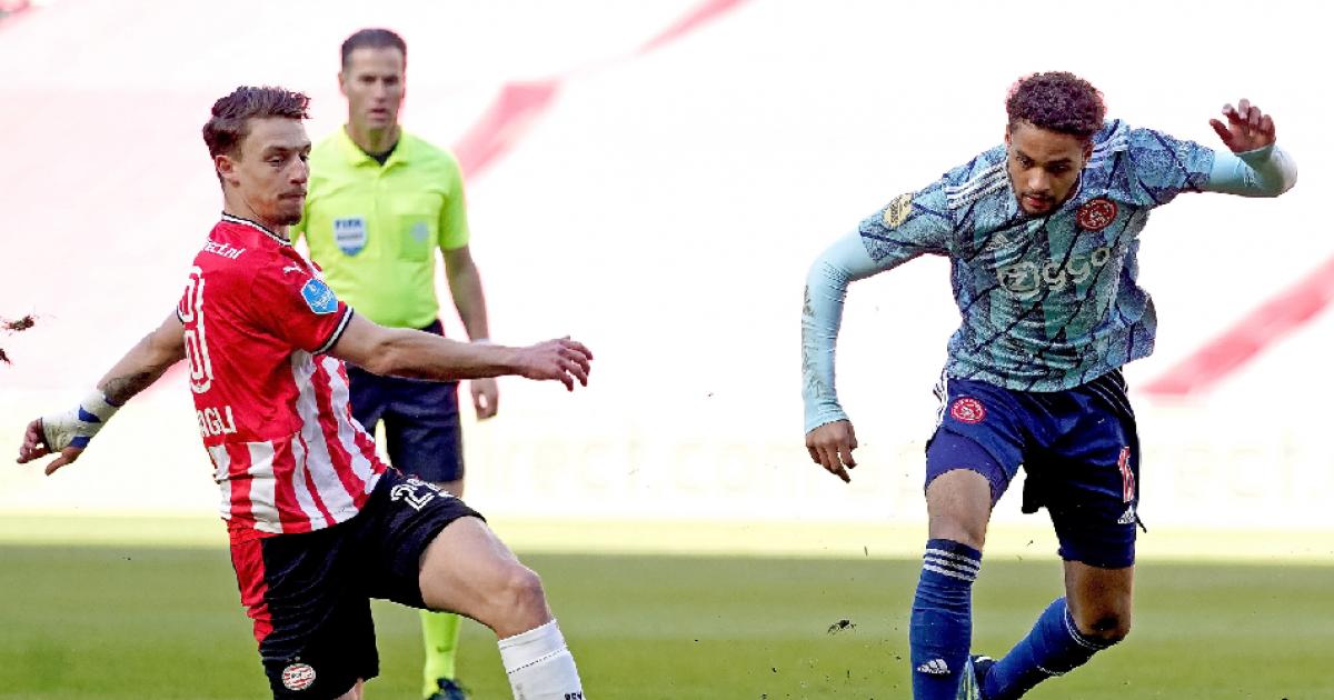 Ten Hag legt opmerkelijke wissel van verbaasde Rensch uit na PSV - Ajax - VoetbalPrimeur.nl