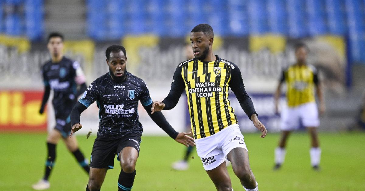 Anita richt zich tot Bazoer: 'Bij Ajax lopen er ook een paar, is ieder voor zich' - VoetbalPrimeur.nl