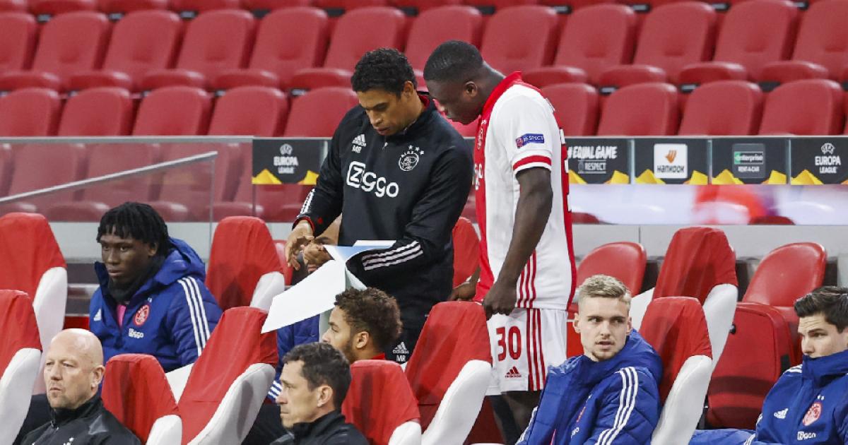 De Boer spreekt over vertrek Brobbey bij Ajax en Álvarez: