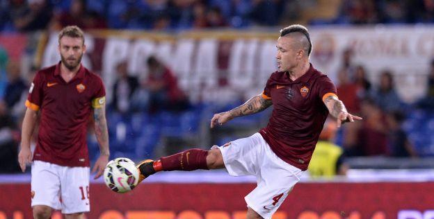 Chievo-speler loopt gruwelijke blessure op na duel met Nainggolan (harde beelden)