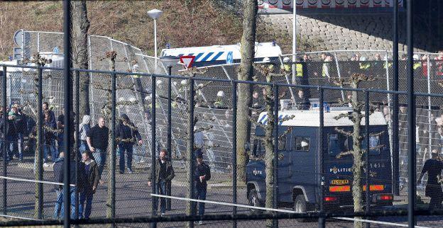 Twaalf fans opgepakt na rellen bij duel tussen Ajax en Cambuur