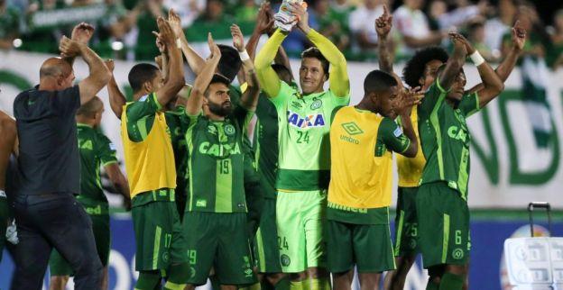 Rouwende Chapecoense-fans verzamelen zich om samen te bidden