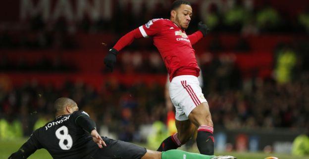 Slapstick in de FA Cup: Memphis kegelt Martial omver