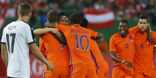 Thuisblijver Oranje boekt dankzij Janssen en Wijnaldum prima zege op Oostenrijk