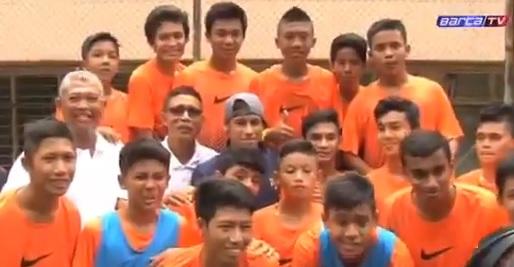 Neymar doet mee met straatvoetbal