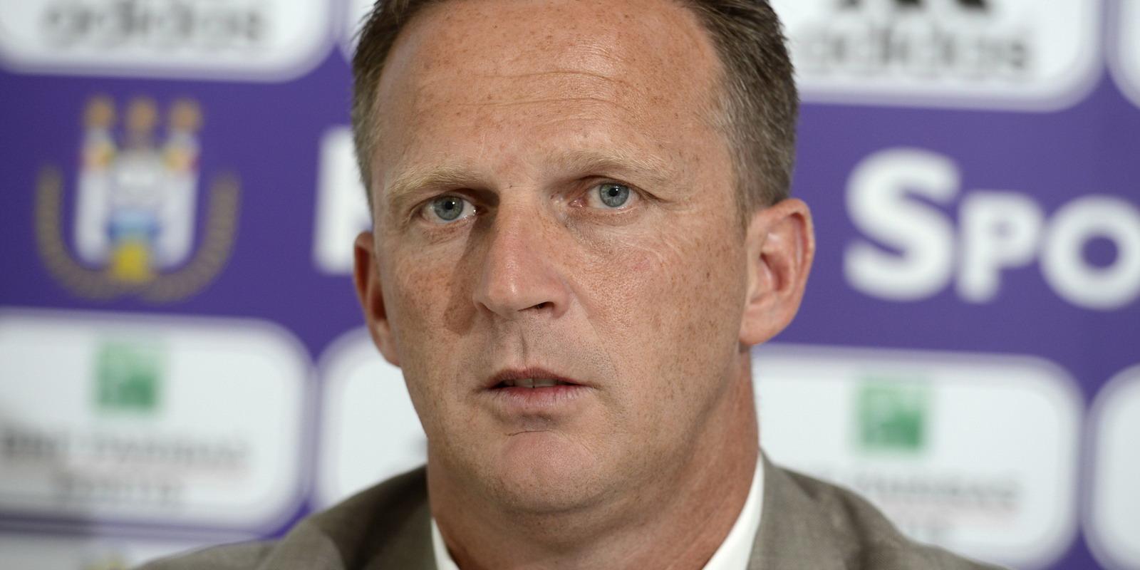 Van den Brom: Druk bezig met halen van spelers