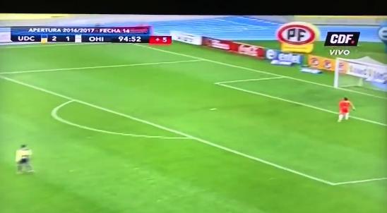 Chileense goal gaat de wereld over: uit de lucht vanaf eigen helft gescoord
